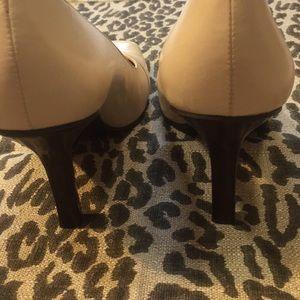 "Bandolino Shoes - Bandolino ""Flawless"" Cream Leather Pumps 8M"